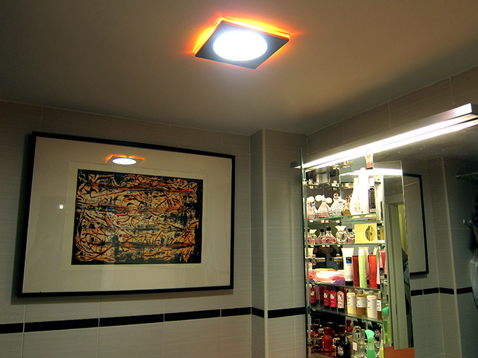 Lamparas Para Baño Modernas:traía iluminación propia para retocarse con todo lujo de detalle