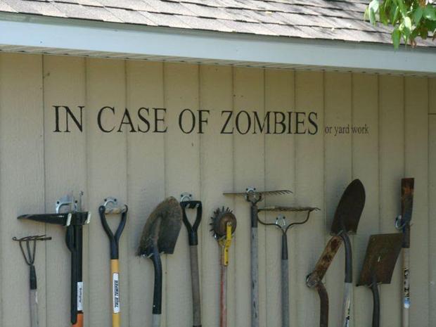 También tenemos la posibilidad de aprovechar la ocasión para decorar la casa con objetos de The Walking Dead manteniendo un toque elegante.